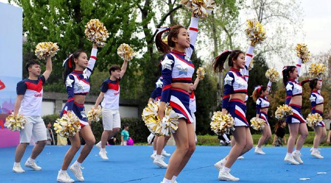 西安举行大学生啦啦操大赛 尽显青春活力